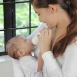 【花粉症特集】授乳中の市販薬服用はNG?点眼薬と点鼻薬で対策